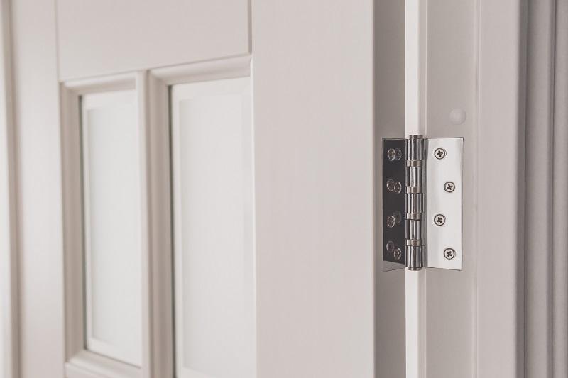 Co robić gdy zawiasy w drzwiach skrzypią?