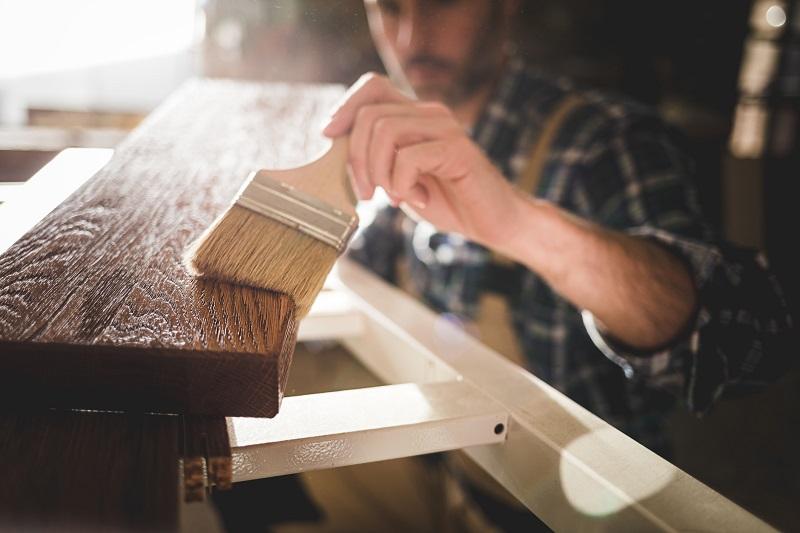 Jaką chemię wykorzystuje się w przemyśle stolarskim?